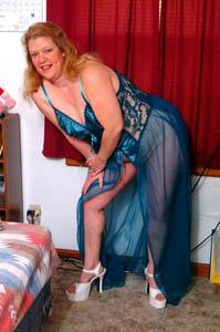 Alte Amateur Frauen Zeigen Ihre Riesigen H Ngetitten